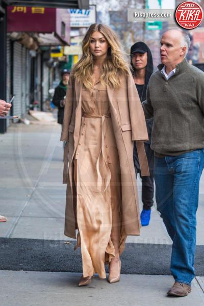 Gigi Hadid - New York - 08-12-2015 - Chi lo indossa meglio? Gigi Hadid e Olivia Palermo