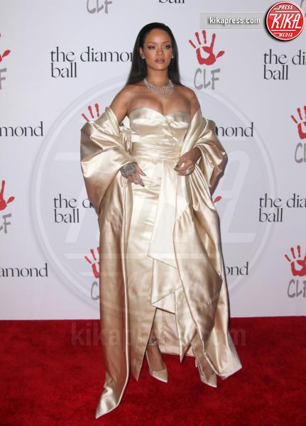 Rihanna - Santa Monica - 10-12-2015 - Natale e Capodanno: a ciascuna la sua forma e... il suo abito!