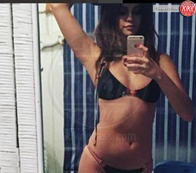 Selena Gomez - Hollywood - 19-12-2015 - Silvia Provvedi cade nella rete del post malizioso