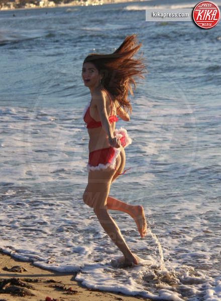 Blanca Blanco - Los Angeles - 12-12-2015 - Blanca Blanco festeggia il Natale in bikini a Malibu
