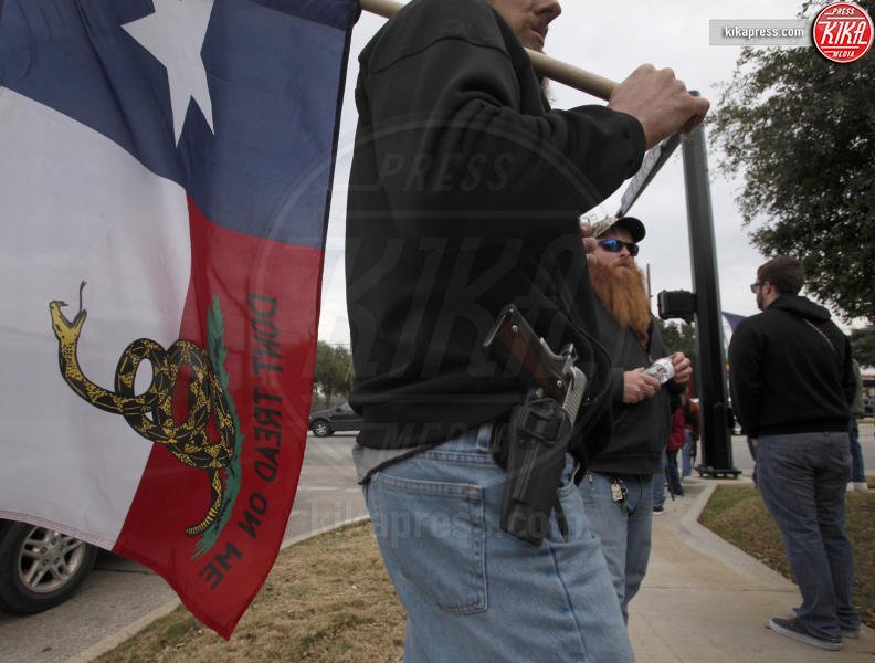 Open Carry - Arlington - 01-01-2016 - In Texas tornano i cowboy grazie all'Open Carry