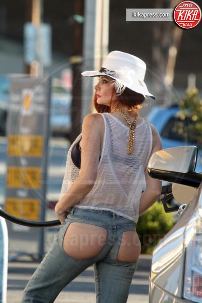 Phoebe Price - Studio City - 04-01-2016 - Phoebe Price inizia l'anno con un sexy pit stop
