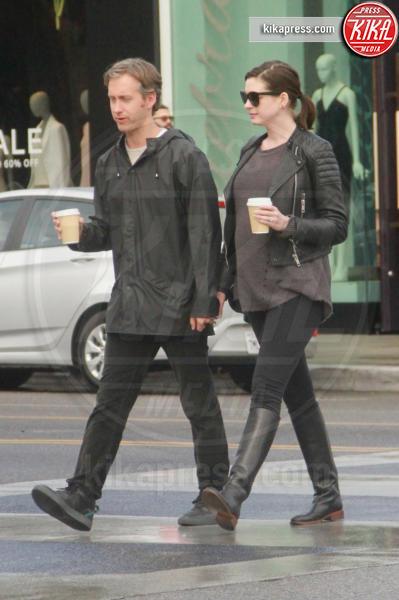 Adam Shulman, Anne Hathaway - Los Angeles - 06-01-2016 - Anne Hathaway mamma, benvenuto Jonathan Rosebanks