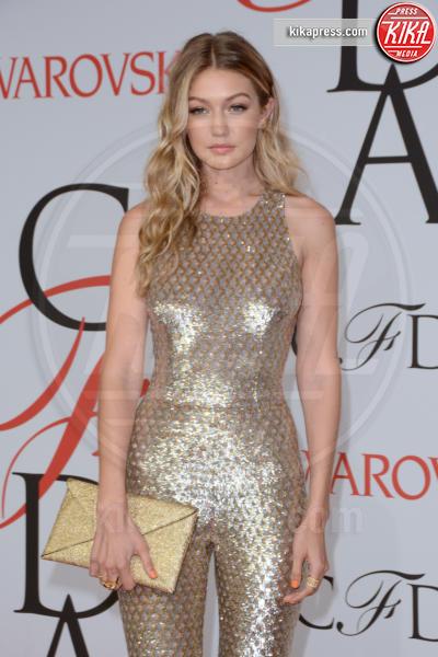 Gigi Hadid - Manhattan - 01-06-2015 - Chi lo indossa meglio: Jennifer Lopez o Gigi Hadid?