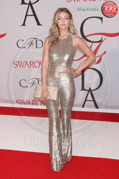 Gigi Hadid - New York - 01-06-2015 - Chi lo indossa meglio? Look brillanti per le feste