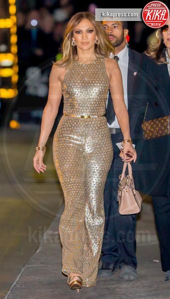 Jennifer Lopez - Los Angeles - 04-01-2016 - Chi lo indossa meglio? Ecco i look brillanti per le feste!