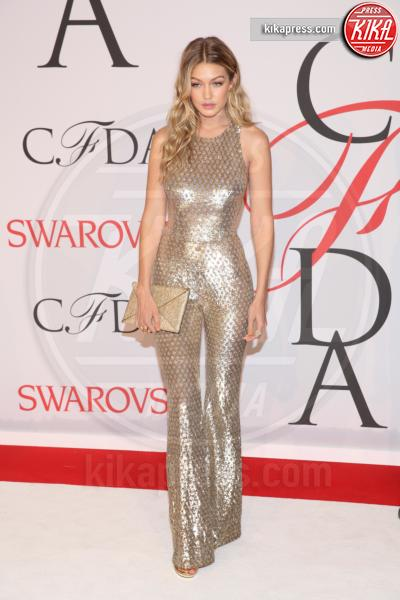 Gigi Hadid - New York - 02-06-2015 - Chi lo indossa meglio: Jennifer Lopez o Gigi Hadid?