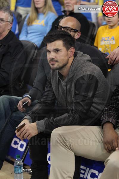 Taylor Lautner - Los Angeles - 08-01-2016 - Star come noi: quando il tifo...è vip!