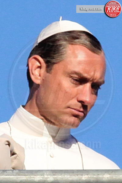 Jude Law - 12-01-2016 - The Young Pope, ciak si gira... a Venezia: le foto