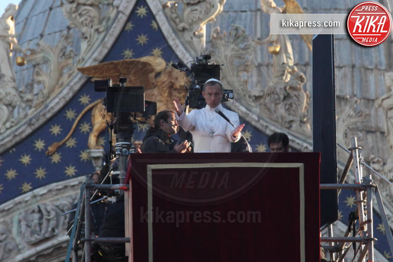 The Young Pope, Jude Law - Venezia - 12-01-2016 - The Young Pope, ciak si gira... a Venezia: le foto