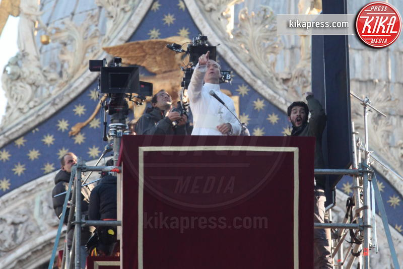 Jude Law - Venezia - 12-01-2016 - The Young Pope, ciak si gira... a Venezia: le foto
