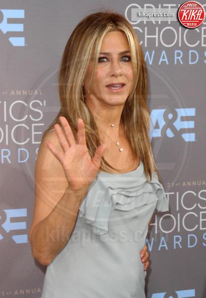 Jennifer Aniston - Los Angeles - 17-01-2016 - Jennifer Aniston, mamma adottiva per i bimbi di Tijuana