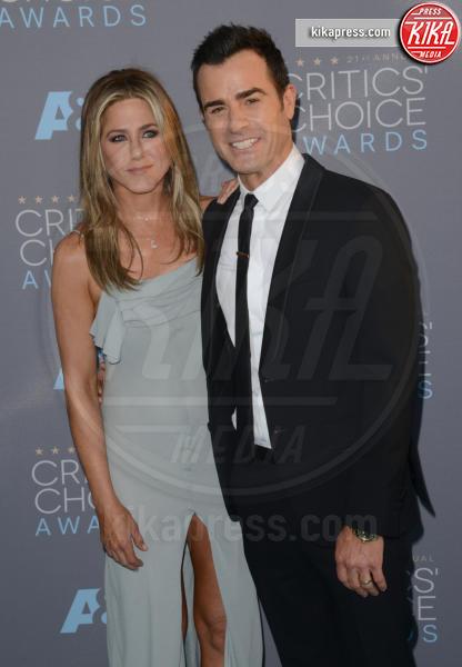 Justin Theroux, Jennifer Aniston - Santa Monica - 17-01-2016 - Jennifer Aniston, mamma adottiva per i bimbi di Tijuana