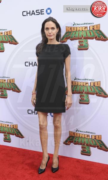 Angelina Jolie - Los Angeles - 16-01-2016 - Romee Strijd, ma quel punto vita non è troppo sottile?