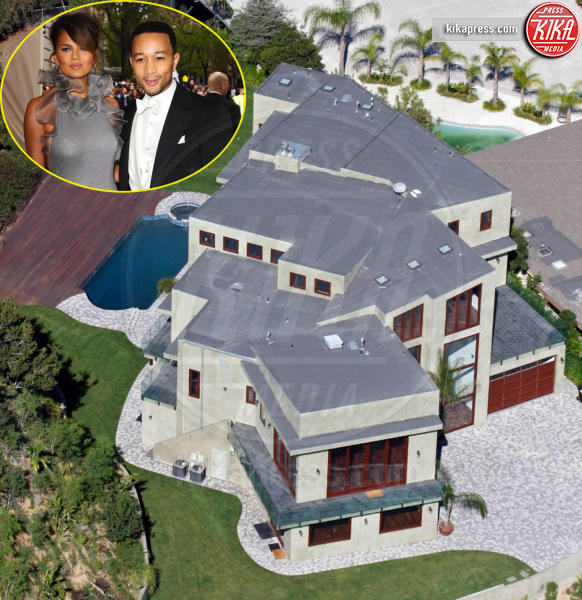 Christine Teigen, John Legend - Los Angeles - 07-01-2016 - John Legend acquista la villa di Rihanna a Beverly Hills