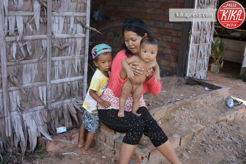 set They First Killed My Father - Siem Reap, Cambogia - 22-11-2015 - Angelina Jolie, filantropa sì, ma super-stressata!