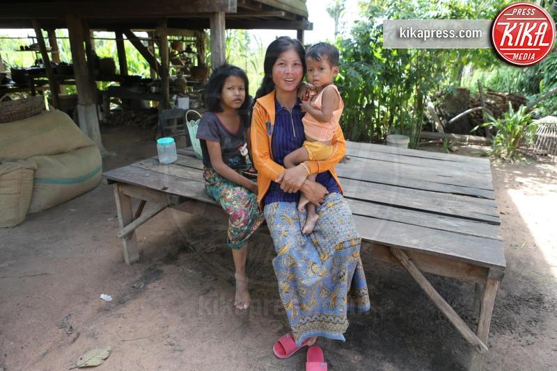 set They First Killed My Father - Siem Reap, Cambogia - 27-11-2015 - Angelina Jolie, filantropa sì, ma super-stressata!