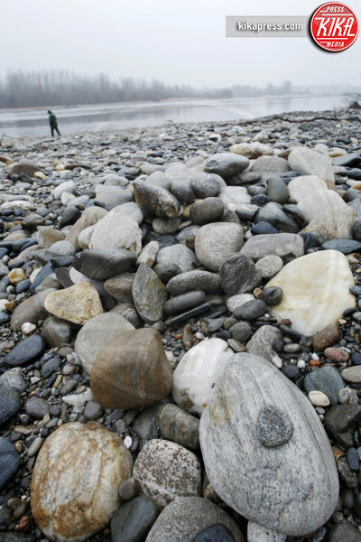 Il ticino in secca si pu camminare sul letto del fiume - Letto di un fiume in secca ...