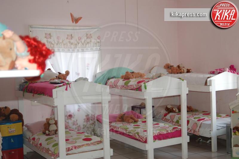 Casa Hogar Sion - Tijuana - 19-10-2009 - Jennifer Aniston, mamma adottiva per i bimbi di Tijuana