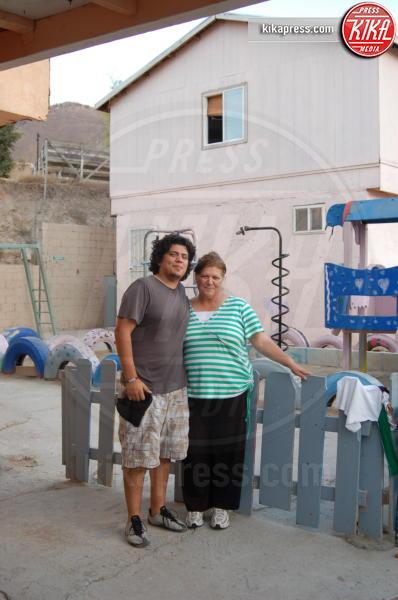 Carmen Gonzalez - Tijuana - 19-10-2009 - Jennifer Aniston, mamma adottiva per i bimbi di Tijuana