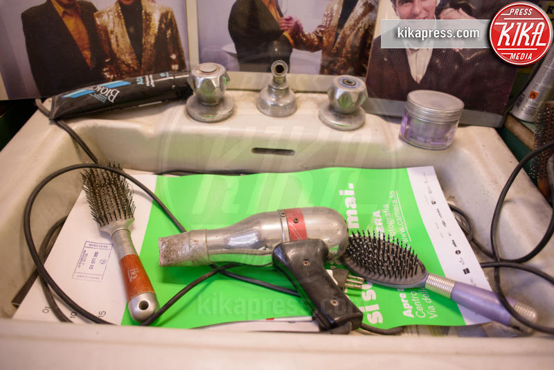 Phon e spazzola di Little Tony, Ascanio Agnano - Torino - 08-02-2016 - Dal barbiere Ascanio: nel suo salone una schiera di vip