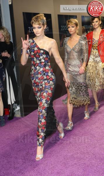 Gigi Hadid - New York - 10-02-2016 - Chi lo indossa meglio? Gigi Hadid e Sienna Miller