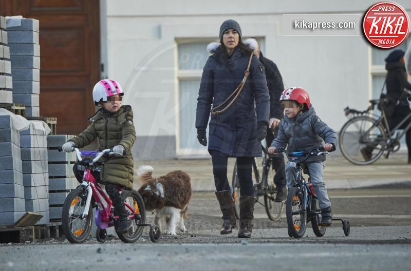 principessa Josephine di Danimarca, principe Vincent di Danimarca, Principessa Mary di Danimarca - Copenaghen - 05-02-2016 - Giretto in bicicletta reale per i principini di Danimarca