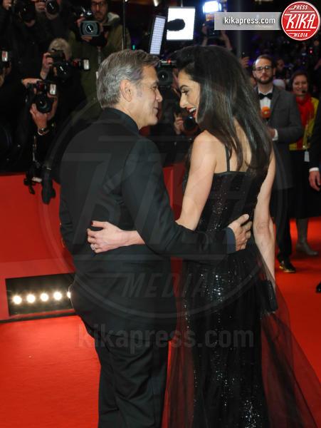 Amal Alamuddin, George Clooney - Berlino - 11-02-2016 - George Clooney e Amal aspettano due gemelli, è ufficiale
