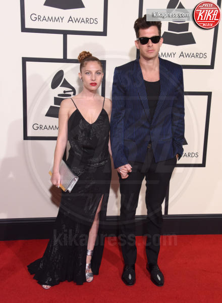 Josephine De La Baume, Mark Ronson - Los Angeles - 15-02-2016 - Grammy 2016: Uptown Funk Best Record of the Year