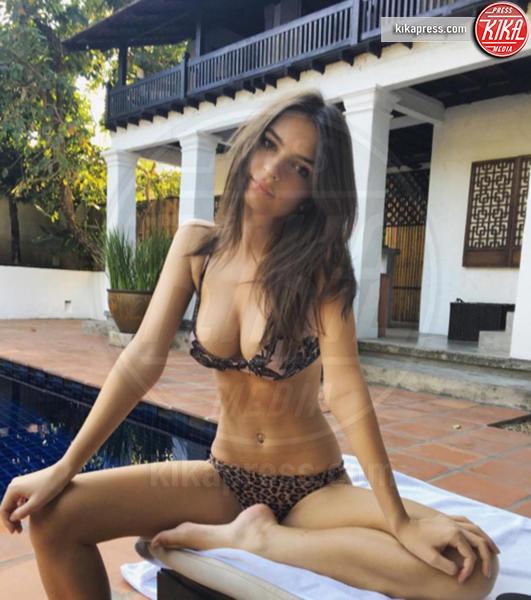 Emily Ratajkowski - Hollywood - 16-02-2016 - #escile, Emily Ratajkowsky completamente a nudo!
