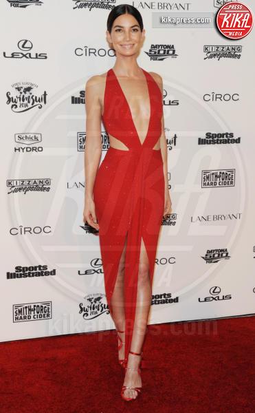 Lily Aldridge - New York - 17-02-2016 - Chi lo indossa meglio? Lily Aldridge e Bella Hadid