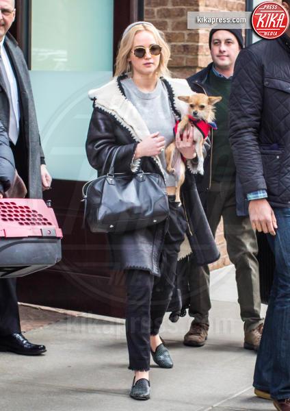 Pippi, Jennifer Lawrence - New York - 19-02-2016 - Star come noi: la vita non è la stessa senza un cane