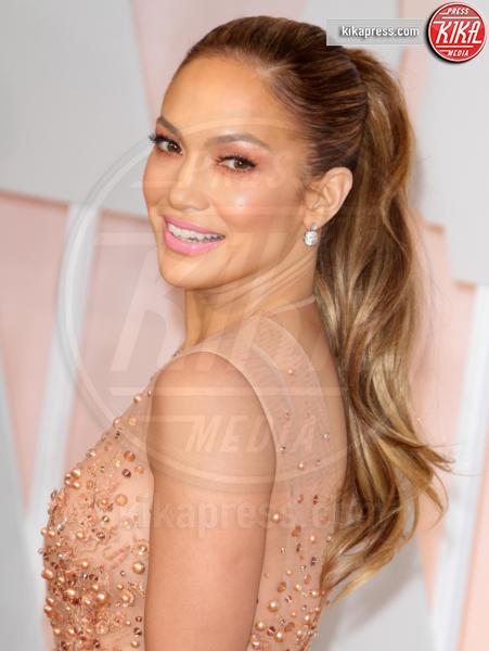 Jennifer Lopez - Los Angeles - 22-02-2015 - La coda di cavallo punta sempre più in alto