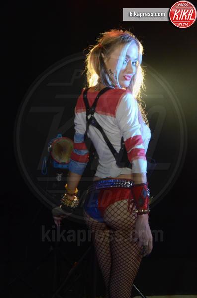 Paula Labaredas - Los Angeles - 02-02-2016 - Paula LaBaredas: sexy Harley Quinn nella cover di Poison
