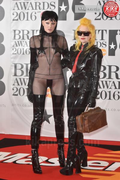 Pam Hogg - Londra - 24-02-2016 - Kylie Minogue arriva con il futuro marito ai Brit Awards