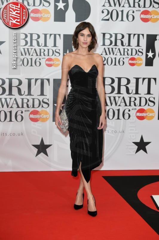Alexa Chung - Londra - 24-02-2016 - Kylie Minogue arriva con il futuro marito ai Brit Awards