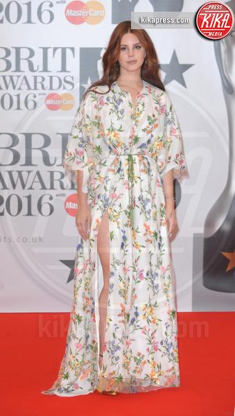 Lana Del Rey - Londra - 24-02-2016 - Le celebrity? Sul red carpet e fuori sono regine di... fiori!