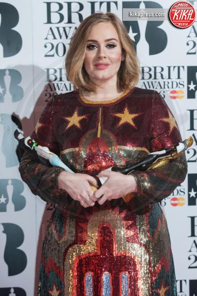 Adele - Londra - 24-02-2016 - Disavventura da H&M per Adele, rifiutata la sua carta di credito