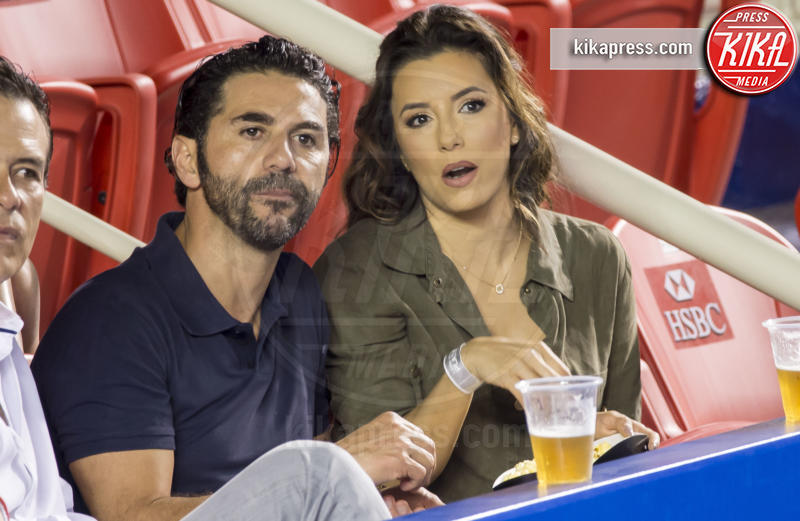 José Antonio Baston, Eva Longoria - Acapulco - 26-02-2016 - Star come noi: quando il tifo...è vip!