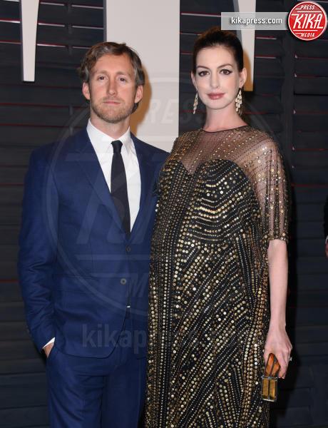 Adam Shulman, Anne Hathaway - Beverly Hills - 28-02-2016 - Anne Hathaway mamma, benvenuto Jonathan Rosebanks