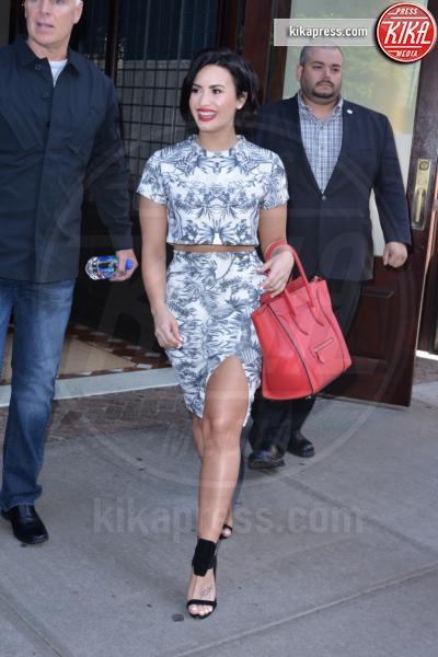 Demi Lovato - Manhattan - 06-06-2015 - Le celebrity? Sul red carpet e fuori sono regine di... fiori!