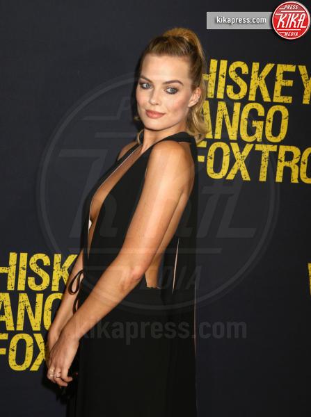 Margot Robbie - New York - 01-03-2016 - Rimbalzate da uno strip club: la serata di Cara, Margot e Amber