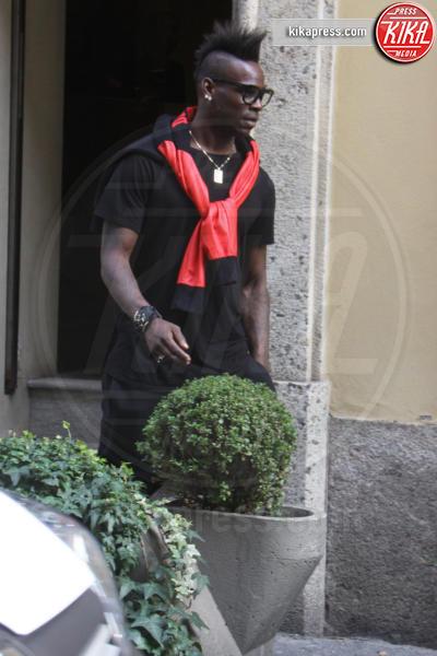 Mario Balotelli - Milano - 02-03-2016 - Mario Balotelli, anche lo shopping è...rossonero