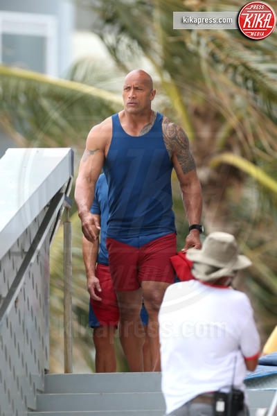 Zac Efron, The Rock - Miami - 07-03-2016 - Sacha Baron Cohen irrompe sul set di Baywatch
