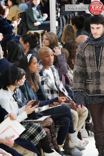 Helen Lasichanh, Pharrell Williams - Parigi - 08-03-2016 - Jada Pinkett Smith e la figlia Willow alla sfilata Chanel