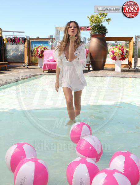 Behati Prinsloo - Beverly Hills - 08-03-2016 - Behati Prinsloo torna bambina per Victoria's Secret