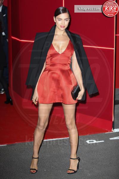 Irina Shayk - Parigi - 08-03-2016 - Chi lo indossa meglio: Irina Shayk o Selena Gomez?
