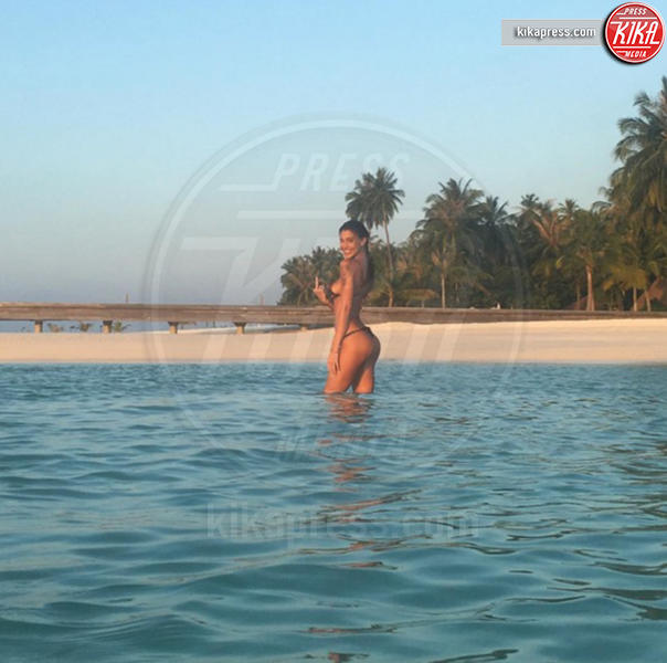 Belen Rodriguez - Maldive - 11-03-2016 - Belen Rodriguez denuncia Nina Moric e lei risponde sul web
