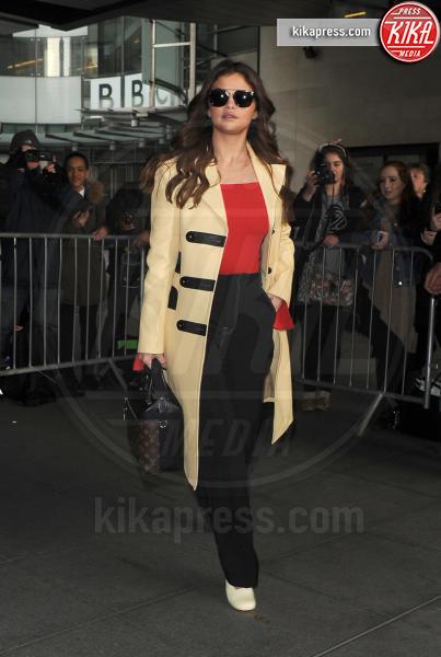 Selena Gomez - Londra - 11-03-2016 - Selena Gomez si ferma per il Lupus eritematoso sistemico