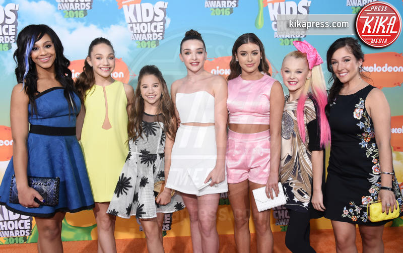Mackenzie Ziegler, Maddie Ziegler - Los Angeles - 12-03-2016 - Heidi Klum splendida in Versace ai Kids' Choice Awards